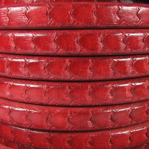 Regaliz Scales 10mm Oval Leather Cord - Red