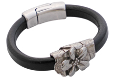 Midnight Bloom Regaliz Leather Bracelet